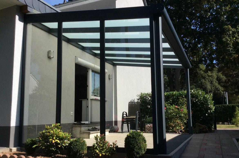 Terrassenüberdachung milchig schwarz